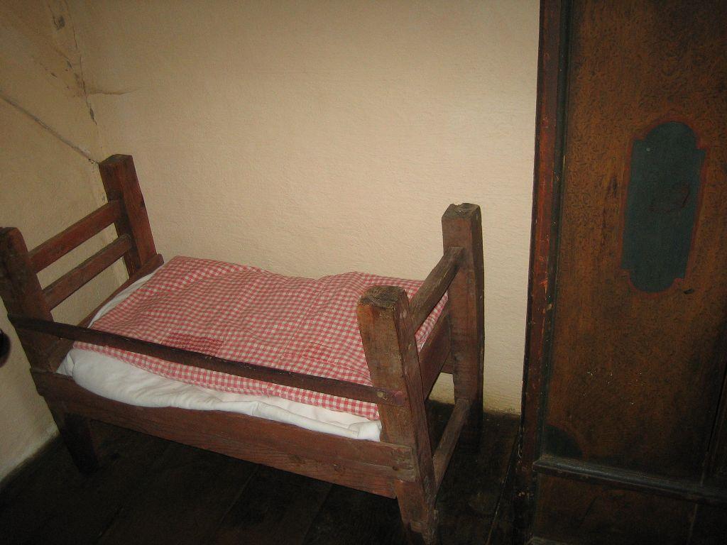 kleines schlafzimmer schlafzimmer kostenlose bilder. Black Bedroom Furniture Sets. Home Design Ideas
