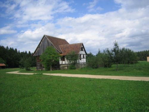 Bauernhaus im Grünen