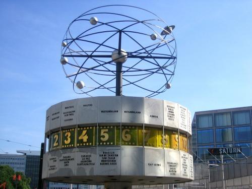 Urania-Weltzeituhr auf dem Alexanderplatz in Berlin