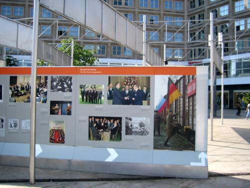Geschichtswand Alexanderplatz